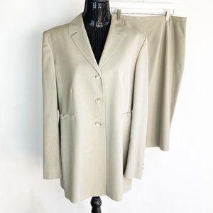 Greta Garbo Size 16 Suit Beige Skirt Blazer Vintag